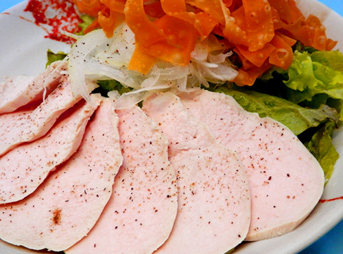 蒸し鶏と揚げワンタンのサラダ02